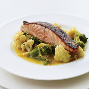 salmon-with-gingery-vegetables-and-turmeric